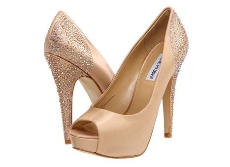 Wedding Shoe Wednesday - Gold Heels Edition | Ready or Knot