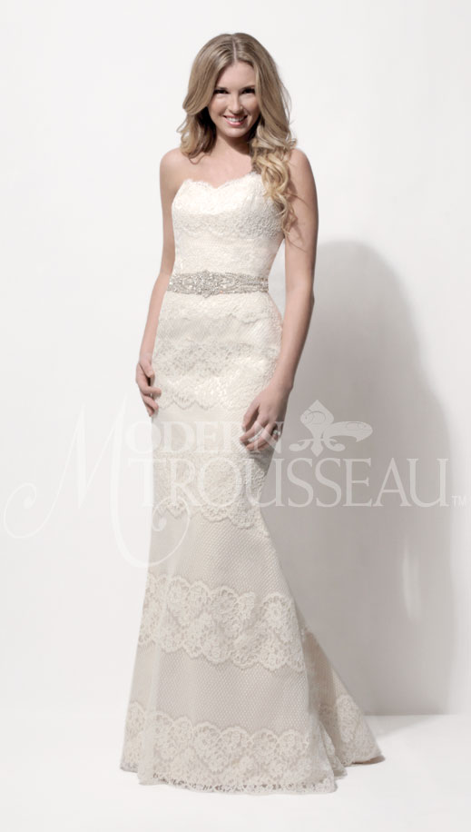 Pia lace wedding dress by Modern Trousseau